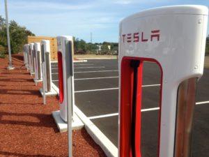 Posto de recarga da Tesla.